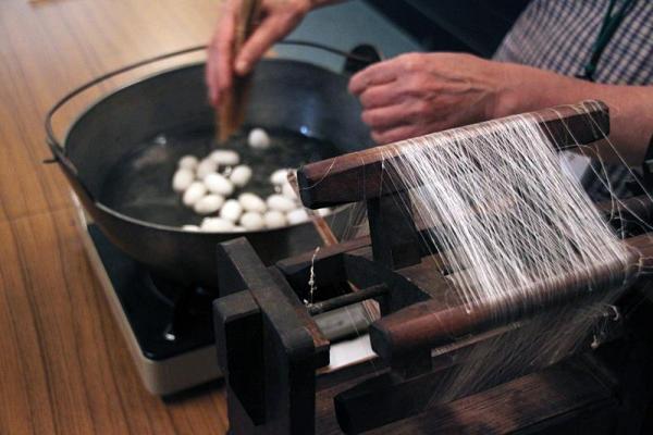 糸引き体験
